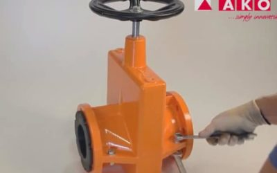 hand operated bladder valve assembly
